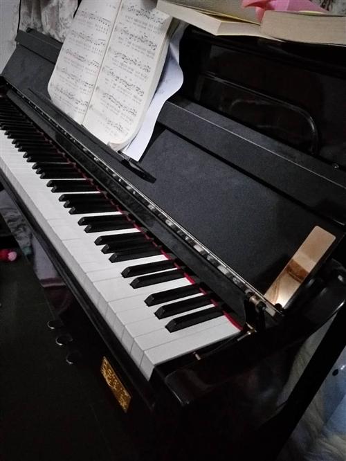 立式电钢琴,跟真钢琴长的一样,只不过用电而已,买的时候5000多,?#24335;?#32039;张打算卖掉了,需要的音?#32844;?#22909;...