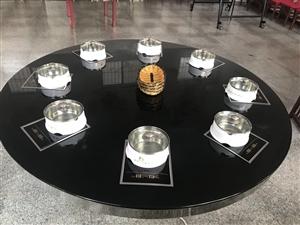 招远市现有4张高档火锅桌出售,钢化玻璃桌面,九成新!!其中一张是六锅桌,两张是八锅桌,一张十锅桌。小...
