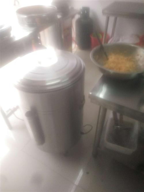 因经营不当,有一套蒸包子,煎包,汤面炉,桌子等,一套设备都有,九成新