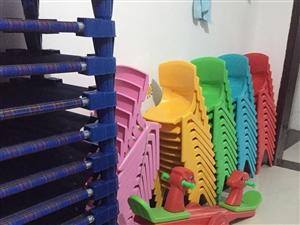 出售幼儿园用品 绿草坪 小床  滑梯 毛毛虫。都是新的买来没怎么用过 有意者联系