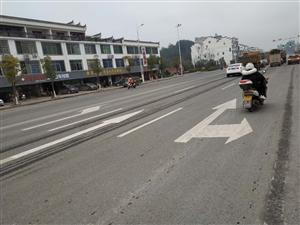 东江高速路口,进高速路左转向先一条道,后变两条道,变两条道后