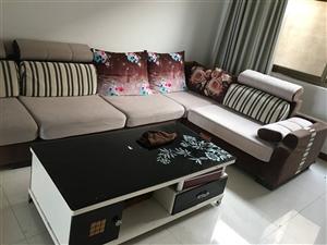 因搬新家现有沙发茶几一套低价出售,价格最低,有意者请电联!