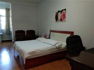 沙发,麻将桌,空调,热水电,电视机等九成新宾馆用品