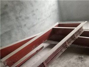 因拆迁不用的一个大门,一个小门,有需要的联系一下。
