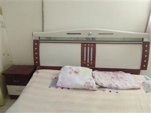 1.6*2.0的,带床头柜,棕垫。
