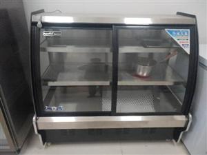 ①全新1.3米凉菜柜。冰讯牌的全铜管,背部制冷三层制冷。正面开门。②全新星星不锈钢双开门立式柜,全铜...