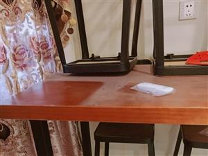星巴克餐桌一套,有桌子一张。椅子六把,全新。。。。原价买了1980...本来家用的,但是不适合。所以...