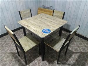 餐饮类饭桌 长桌4套(一张桌子两根长凳) 方桌2套(一张桌子四根椅子) 价格80一套,若有多套...