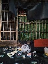 广场西路德福源九栋商铺后面油烟乱排乱放,污染环境