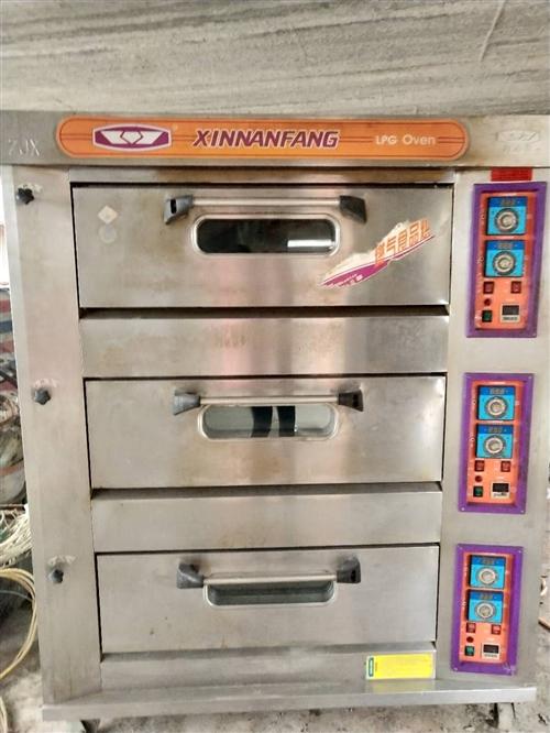 新南方烤箱商用 三层燃气烤箱转让,需要请与我联系哦! 本交易支持自提、当面交易 。