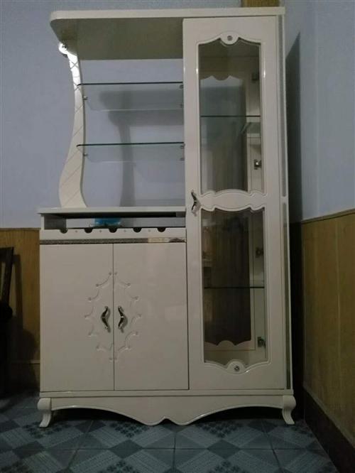 本人现低价出售隔断柜一个,价格面议,有意向的朋友欢迎致电。 联系电话 :18191...