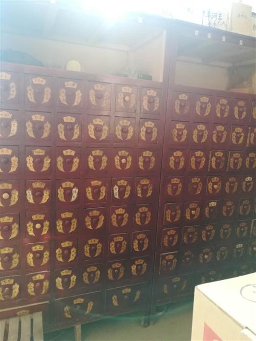 出售一组两个实木中药柜,药斗横六竖八,一斗能放三味药,共放270种药,200cm*100cm*60c...