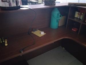 本饭店有二手桌子、冰柜转让,需要的联系!盛源城北门