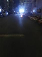 益王府小区西南门每天晚上烧垃圾,呛!!!!!