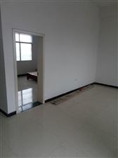 龙腾村。新育英学校向东3室 1厅 2卫700元/月