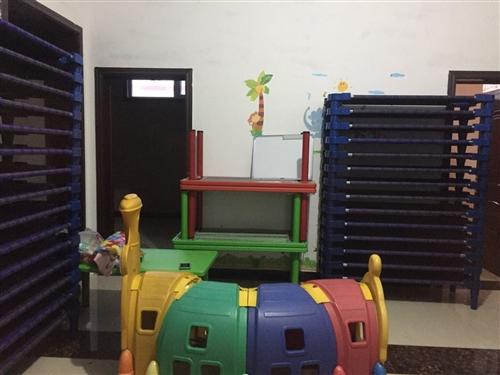 便宜出售幼儿园用品 小神童滑梯 毛毛虫 午休床 绿草坪  价格便宜 有需要者请联系