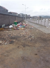 忠信河边散步垃圾无人清理