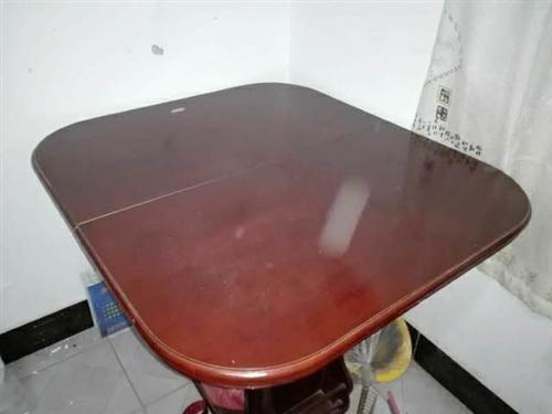 餐桌一个,餐桌椅6张。这是一套卖。搬新家,新购买了餐桌,现将旧的卖了,桌子两边可以拉开,桌子中间还有...