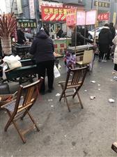 商贩随意摆摊至道路堵塞垃圾遍地
