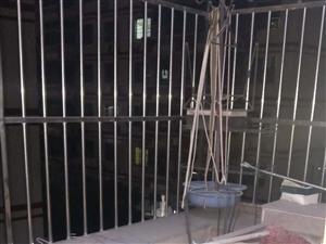 龙苑新村精装修117平方79万中层厅看大门口