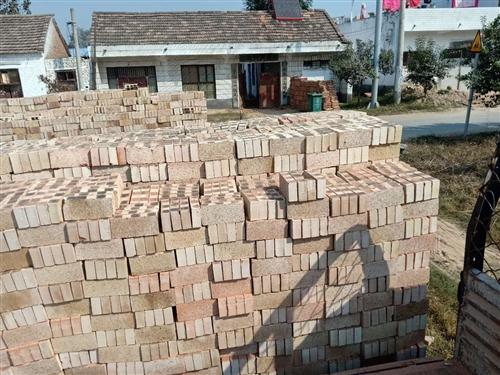 本人买了4—5万砖盖房子,不盖了想低价出售。