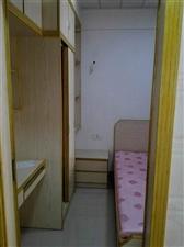宝龙公寓1室 1厅 1卫1400元/月