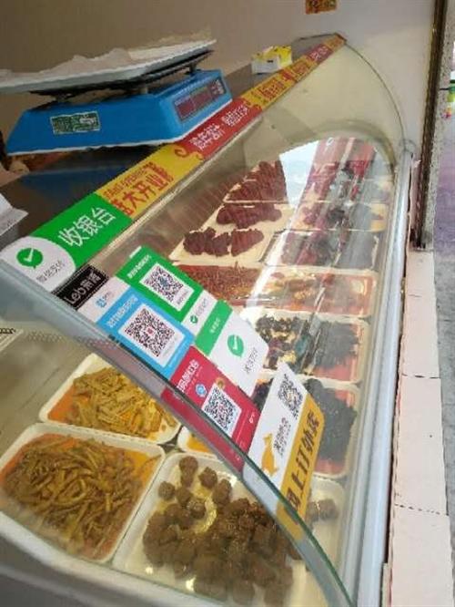 出售二手熟食展示柜,才用三个月,还有煮面桶和一些厨房用具。