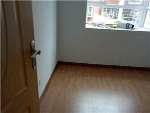 南站3室 2厅 2卫1100元/月