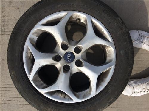 出四个福克斯轮毂加轮胎附送RS尾翼。