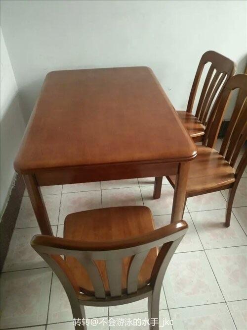 全新实木餐桌一套,一桌+六把椅子未使用,因搬家低价出售 ,价格面议 联系我时请说明是在博兴在线看到