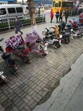 萧县中学学生自行车乱放