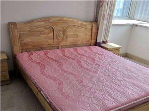 帮朋友卖的,顶账过来的房子,全套家具,都是全新未住,两张床,带床垫,床头柜,沙发,茶几,电视柜,餐桌...