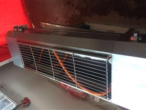 本人有台无烟天然气液化气烧烤炉长1.2米,烤肉 烤鱼 烤面筋都行,还有面筋切花机,新买的用了一个月,...