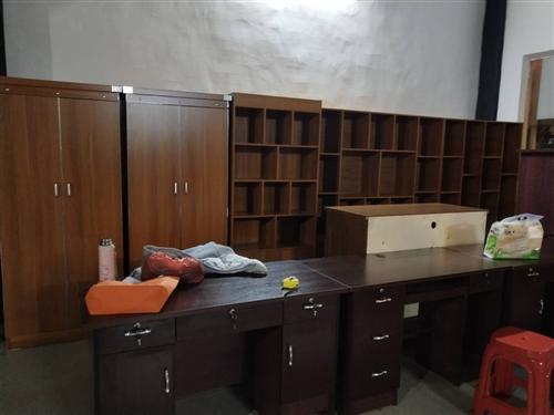 本店长期出售及回收各种厨具,电器,家私,货架等设备。