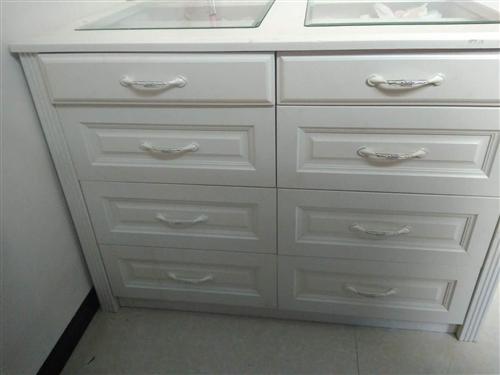 柜子还有九成新。喜欢的可以过来看。