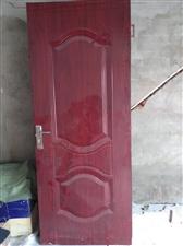 由于房子翻新,重新装修,之前门窗都拆了,才用了一年多的门现在?#22270;?#20986;售,50元一扇,有需要的请联系?#25671;? width=