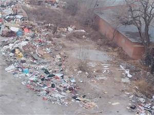 建华区凤凰城c西侧垃圾场,天气转暖和了,应响居民生活,应响小区整体环境,望有关部门整改一下。