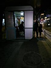 邮政报亭占用人行道