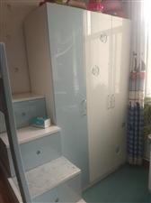 �和�床(下1.2米上1.0米)��桌(1.2米)衣柜(1.2米),18年3月7300�I的,9成新!�F在...