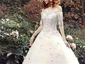 XL码全新白色婚纱(微胖和身材苗条的女孩子都可穿),带头纱,有裙撑,不用裙撑穿着也好看,结婚时只穿了...
