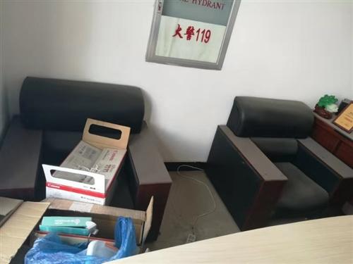 因公司搬迁装修升级,有一批办公沙发桌椅茶几以及档案柜需紧急处理,有需要的老板来电咨询。