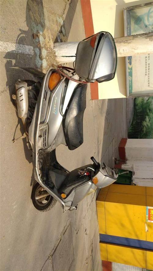 现有自己骑的豪爵踏板摩托车一辆,新车买时五千多,公里数两万多,车况好,有需要的联系186543578...