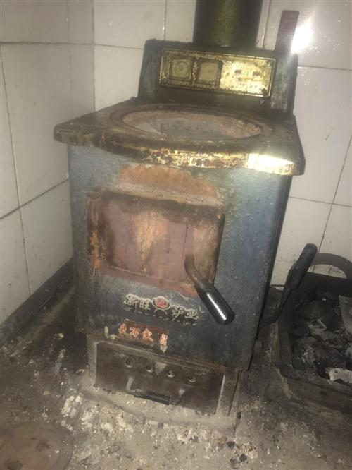一号大暖气炉子,带七组暖气片 用了三年的好炉子,因拆迁大处理,有七组暖气片,管道很多很多,家里200...
