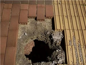 上欧工业园电线杆移除没回填泥土