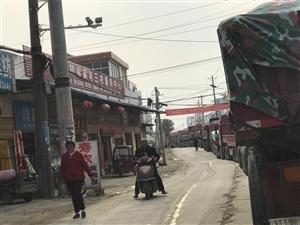 阎家河镇从早到晚上百辆外地大型重车严重破坏道路影响交通影响居民生活到底有没有人管!