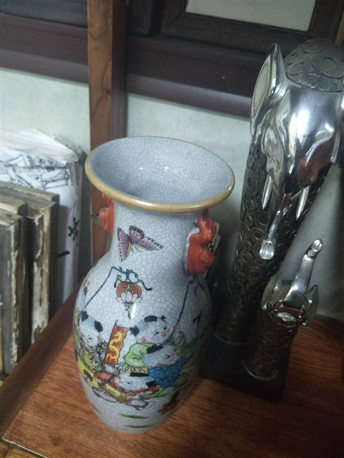 有瓷器摆件价格在600到800元不懂,青铜器的除外。
