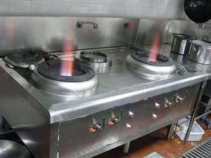 本人有一全新蒸包炉和蒸笼,另有一九成新炉灶和煤气罐出售。