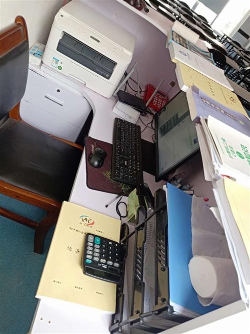 开阳翰飞教育搬家到二小正对面五楼了,现特低价处理前台办公桌一台,只需380。需要的请联系139855...