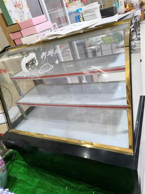 成品柜一台,冰柜一台,低价出售