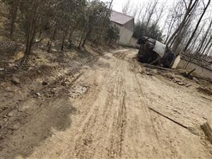 农村户户通修路,因为下面就六家人不给修